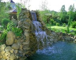 Искуственный водопад на даче