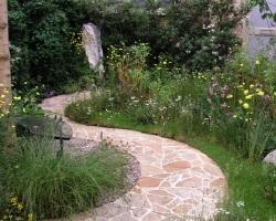 Проложите в саду красивую дорожку